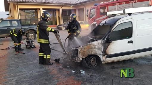 Cronaca dal Piemonte. Cerrione, furgone in fiamme. Incendio domato dai Vigili del Fuoco FOTO