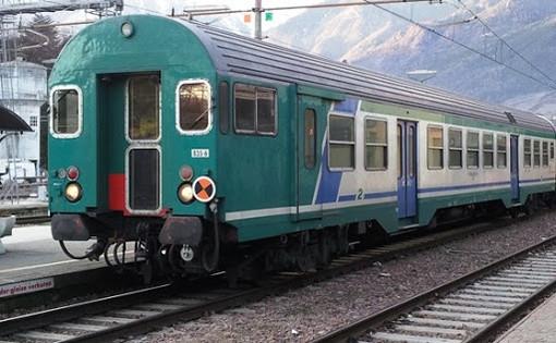 Il Piemonte verso norme meno severe di distanziamento su treni e bus