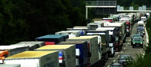 """Manovra pericolosa per i mezzi pesanti: rischio stop per i tir piemontesi """"se il Governo non ci ascolta"""""""