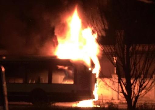 Cronaca dal Piemonte. Bus in fiamme in corso Orbassano a Torino: salvo l'autista