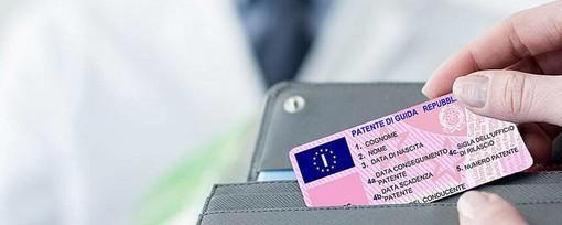 Scadenze patenti, assicurazioni e documenti: le indicazioni della Polizia di Stato
