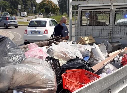 Trasportava rifiuti non tracciati, sanzionato dai vigili