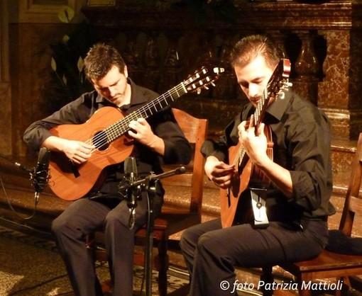 Un paese a sei corde: oggi a Boleto il concerto di Paolo De Stefano & Luigi De Leo, il Duo Eterna