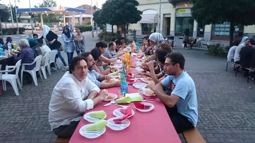 """La comunità novarese dei Giovani Musulmani d' Italia celebra un Iftar """"speciale"""" nell'ultima settimana del mese di digiuno"""