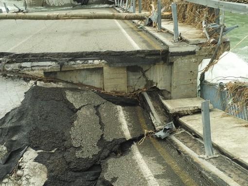 Iniziati i lavori di rimozione delle macerie del Ponte di Romagnano