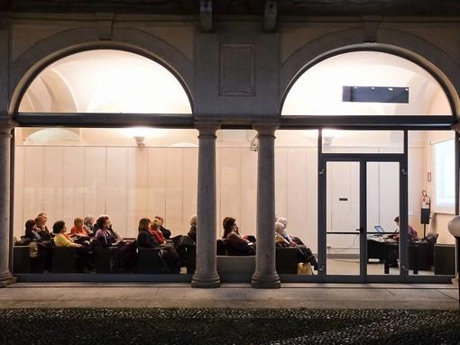 I Giovedì letterari in biblioteca tornano on line: i segreti della filosofa Rigotti per vincere la paura del buio