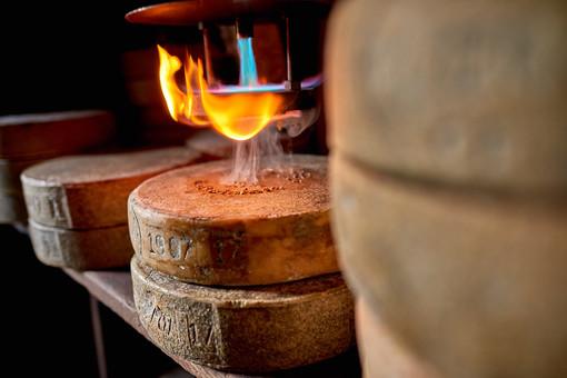 Val Formazza: è iniziata il 3 settembre la marchiatura del formaggio Bettelmatt