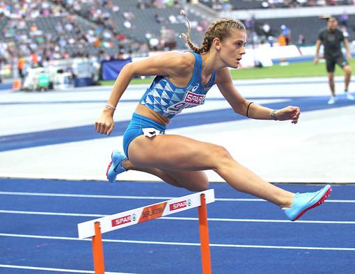 Linda Olivieri, la giovanissima atleta novarese ha conquistato la medaglia d' argento ai campionati italiani assoluti nei 400 ostacoli