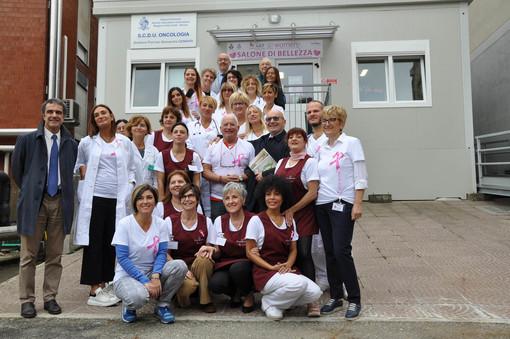 """Acconciatori ed estetiste all'oncologia dell'Ospedale di Novara per l' """"Ottobre rosa"""" della Lilt"""