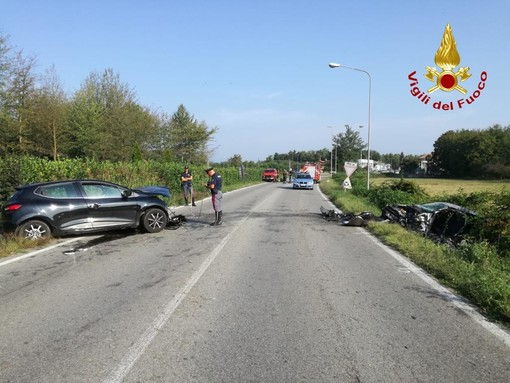 Fontaneto, scontro tra due auto, morta una dellòe persone coinvolte