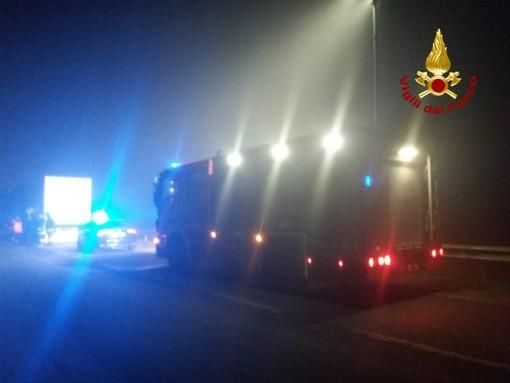 Incidente a San Pietro Mosezzo: vettura rimasta incastrata tra due autoarticolati