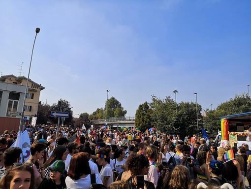 Grande partecipazione alla sfilata del Pride novarese
