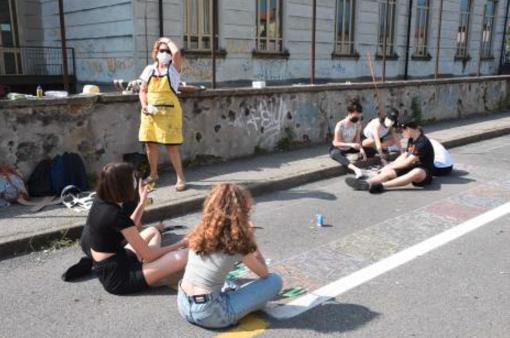"""Borgomanero, i ragazzi delle medie """"Gobetti"""" abbelliscono degli spazi urbani"""