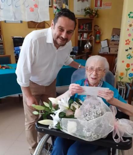 """Festa alla Pia casa """"Divina provvidenza"""" per i 105 anni di Elsa Apuini"""