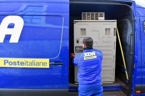 Consegnati da Poste Italiane all'Ospedale di Borgomanero i vaccini AstraZeneca e moderna