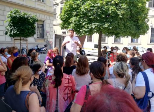 Presidio a Novara per le lavoratici del comparto mense e pulizie scolastiche