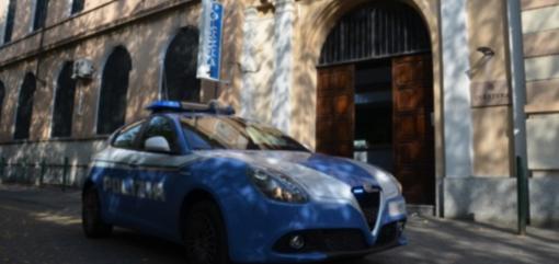 Tentano di rubare un'auto parcheggiata davanti alla Questura: due uomini in manette