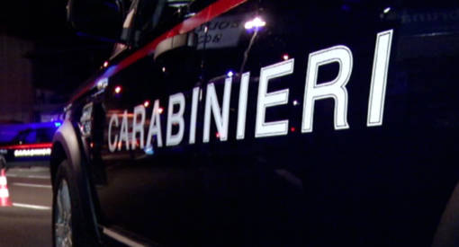 Notizie dal Piemonte. Trovato feto dentro un barattolo in un'aiuola: indagano i carabinieri