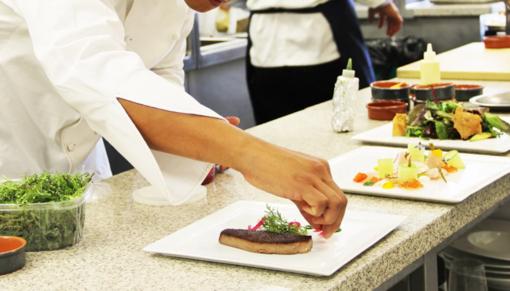Chef sotto le stelle: venerdì 5 e sabato 6 luglio terzo appuntamento con le cene all'aperto nel centro di Novara