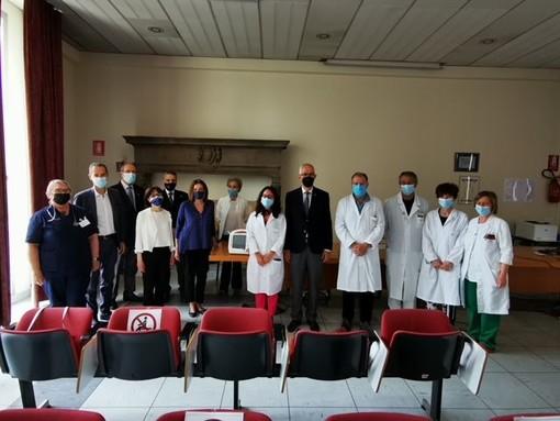 Asl No, donato un defibrillatore al pronto soccorso dell'ospedale di Borgomanero