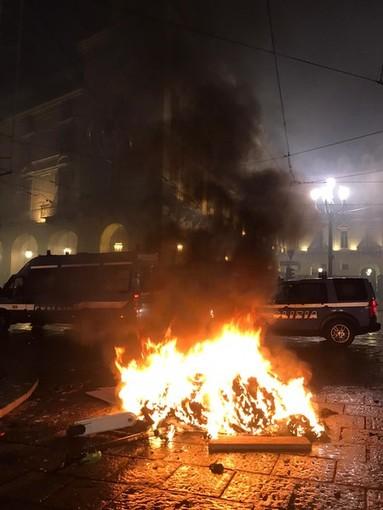 Dal Nord ovest. Guerriglia urbana a Torino, i pm confermano le accuse di devastazione e saccheggio per 24 giovani