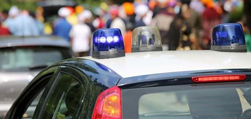 È stato denunciato per danneggiamento e getto di oggetti pericolosi il diciassettenne coinvolto nei fatti di Bergeggi