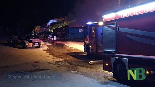 Dal Nord Ovest. A fuoco ecocentro di Biella. Vigili del Fuoco impegnati nello spegnimento FOTO