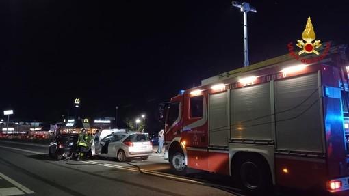 Tamponamento tra 2 auto, coinvolte 6 persone trasportate all'ospedale con ferite lievi