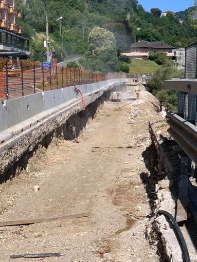 """Troppi mezzi pesanti al cantiere stradale di Arona, il sindaco: """"bypassate usando l'autostrada"""""""