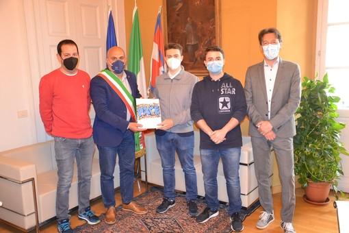"""I ragazzi del Sermig hanno consegnato al sindaco Bossi e all'assessore Valsesia la """"lettera alla coscienza"""""""