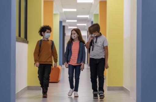 """Stop mascherine a scuola? Per il sottosegretario alla Salute Costa """"ci  sono le condizioni"""""""