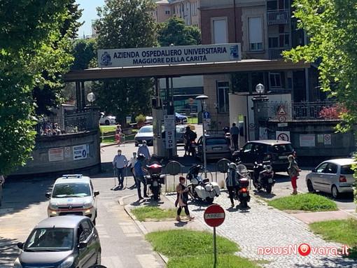 Stop agli assembramenti all'interno dell'Ospedale di Novara