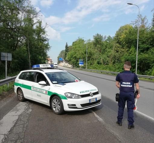 Fugge a bordo di un'auto rubata, arrestato dalla polizia locale di Trecate