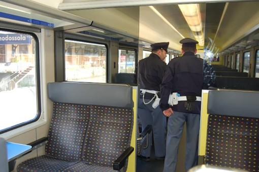 Fugge da casa, sedicenne ritrovato su un treno dalla Polfer