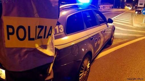 Due minorenni e un po' di droga nell'auto in fuga dal posto di blocco