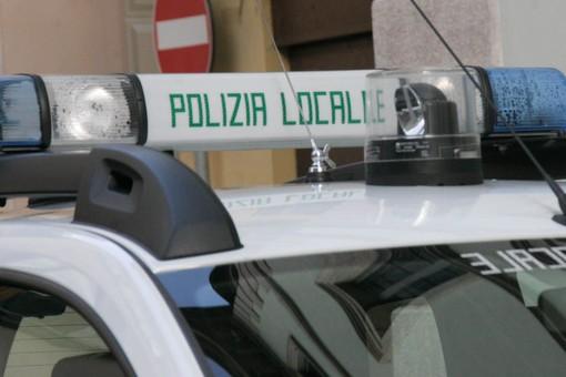 Incidente in via Marsala, un auto contro il dehors