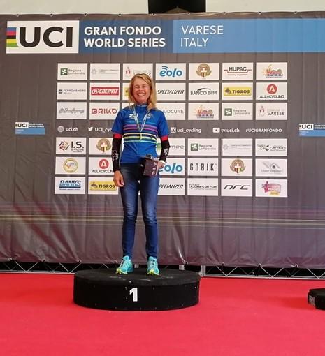 Tamara Rollini del Cycling Center prima assoluta nella Granfondo Tre Valli Varesine