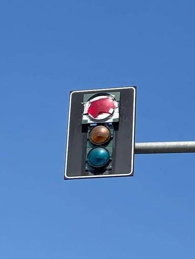 Riparati i semafori di Momo