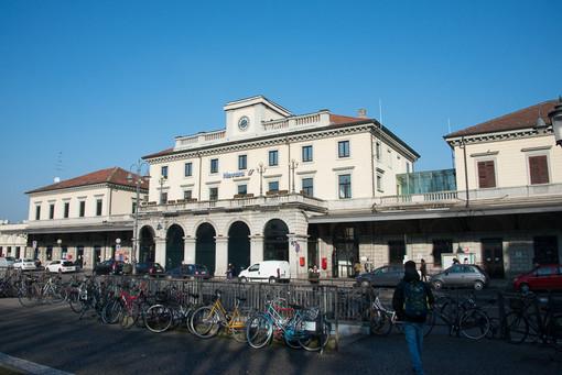 Verduriera abusiva davanti alla stazione di Novara: denunciata