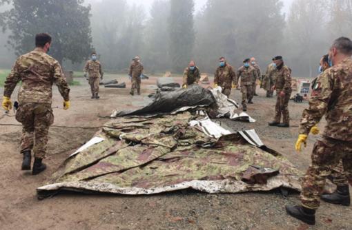 Ospedale Sant'Andrea: montate le tende dell'esercito - foto