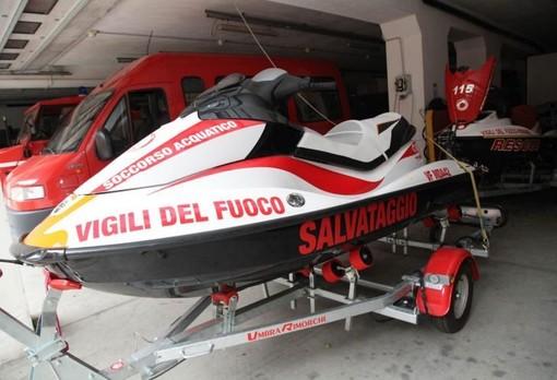 Ultraleggero cade nel Lago d'Orta: padre e figlio tratti in salvo