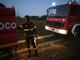 Arona, in fiamme da sabato notte un'autoricambi vicino alla stazione