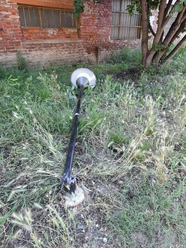 Notte di vandalismo a Cerano, le forze dell'ordine già sulle tracce dei colpevoli